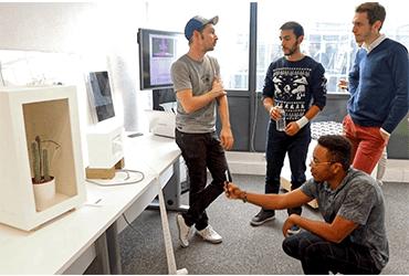 L'artisteMathieu Schmitt échange avec les salariés de supralog